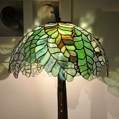 Home Tiffany Lamp Hanging Stained Glass, Stained Glass Flowers, Faux Stained Glass, Stained Glass Designs, Stained Glass Patterns, Stained Glass Windows, Tiffany Table Lamps, Glass Table, Light Table