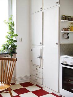 I wish I lived here: Mid-century modern house tour - cate st hill 1930s Kitchen, New Kitchen, Kitchen White, Home Interior, Kitchen Interior, Ercol Furniture, Kitchen Flooring, Home Kitchens, Tall Cabinet Storage