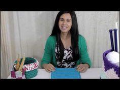 Base Quadrada de Fio de Malha - YouTube Youtube, Knitting Bags, Teaching, Crochet Clothes, Strands, Throw Pillows, Hampers, Trapillo, Bags