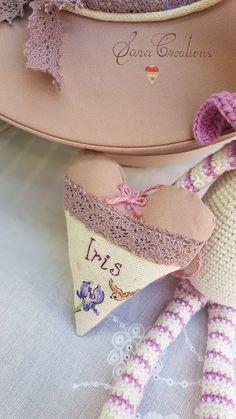 Sara Creations - inimioara cu flori de lavanda, personalizata cu broderie manuala