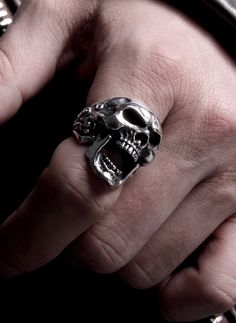 How do I not own this ring?! #skulls #accessories