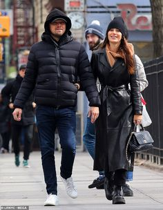 Leonardo DiCaprio and Camila Morrone were all smiles during a romantic day checking out art galleries and enjoying lunch in Downtown New York City on Saturday. Leonardo Dicaprio Older, Cute Casual Outfits, Winter Outfits, Camila Morrone, Designs For Dresses, Model Outfits, Models Off Duty, Leather Fashion, Fashion Models