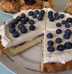Think Food, I Love Food, Good Food, Yummy Food, Cute Desserts, Food Goals, Cafe Food, Pretty Cakes, Aesthetic Food