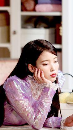 #아이폰배경화면 #iphonewallpaper Snsd Yuri, Cute Lockscreens, Girl Celebrities, These Girls, K Idols, Korean Singer, Korean Actors, Girl Crushes, Kpop Girls