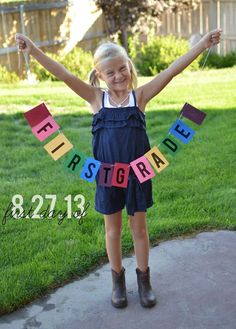 9 Creative First Day Of School Photo Ideas - Handprint Kindergarten 1st Day Of School Pictures, Last Day Of School, School Photos, Beginning Of School, New School Year, School School, Kindergarten Pictures, Kindergarten First Day, Kindergarten Graduation