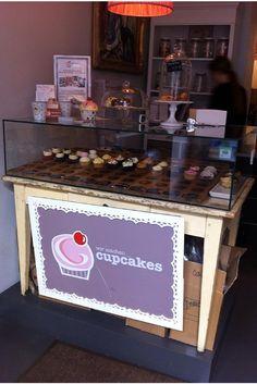 Wir machen Cupcakes München - ernstlichdeins Cake Pops, Liquor Cabinet, Food And Drink, Cake Pop, Cakepops, Stick Candy