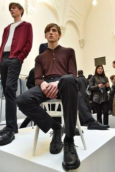 See all the Collection photos from John Smedley Autumn/Winter 2016 Menswear now on British Vogue Fall Winter, Autumn, Foto Pose, Mens Fashion, Fashion Trends, Men Casual, Menswear, Vogue, Poses