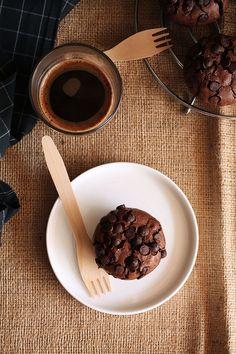 Τα πιο brownie μάφινς - The one with all the tastes Chocolate Cake, Muffins, Cupcakes, Sweets, Breakfast, Tableware, Desserts, Recipes, Food