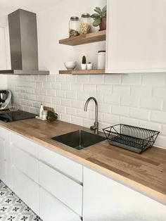 Discover recipes, home ideas, style inspiration and other ideas to try. Kitchen Room Design, Modern Kitchen Design, Home Decor Kitchen, Interior Design Kitchen, Diy Kitchen, Kitchen Furniture, Home Kitchens, Scandinavian Kitchen, Kitchen Remodel