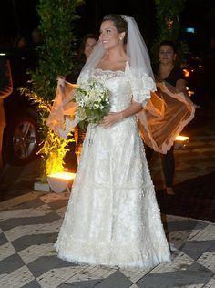 Vestido de casamento tradicional de Fernanda Souza é assinado por Martha Medeiros | http://modaefeminices.com.br/2015/02/25/o-vestido-de-casamento-de-fernanda-souza/