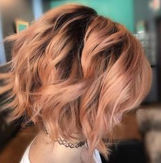 Peach balayage haircolor for fall by lala lindquist hair hair. Blorange Hair, New Hair, Carré Tie And Dye, Blond Pastel, Peach Hair Colors, Wavy Bob Hairstyles, Bob Haircuts, Balayage Hair Blonde, Hair Colors