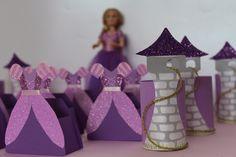 Caixinhas em formato de vestido Rapunzel. lacosdourados.blogspot.com.br