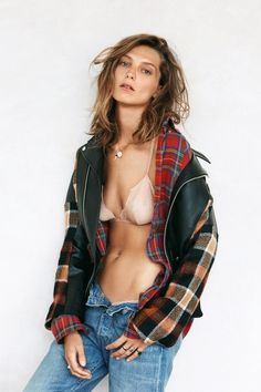 ☆ Rock 'n' Roll Style ☆ Daria Werbowy by Patrick Demarchelier for Vogue UK September 2013 Daria Werbowy, Patrick Demarchelier, Vogue Uk, Zooey Deschanel, Look Fashion, Fashion Beauty, Tomboy Fashion, Denim Fashion, 90s Fashion