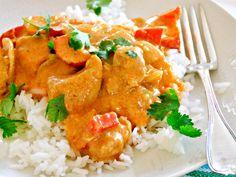 Rask og enkel kyllingcurry | Godt.no Fresh Eats, Norwegian Food, Good Food, Yummy Food, Yummy Recipes, Indian Food Recipes, Ethnic Recipes, Asian Cooking, Food Inspiration