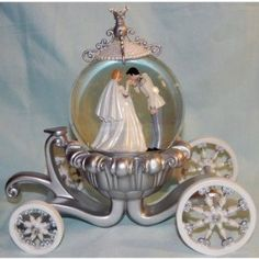 Disney Cinderella Wedding Snowglobe.   A Special Keepsake For The Bride.