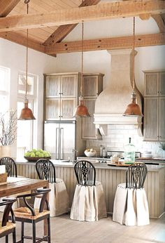 Shabby Chic Kitchen Home Deco Ideas Shabby Chic Kitchen, Shabby Chic Homes, Shabby Chic Decor, Country Kitchen, Kitchen Decor, Kitchen Stools, Kitchen Layout, Room Kitchen, Rustic Kitchen
