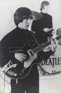 """The Beatles are a famous English band that originated in Liverpool, England. They became """"The Beatles"""" in 1960 and consisted of four very talented and incredibly influential musicians; John Lennon, Paul McCartney, George Harrison, and Ringo Starr. Beatles Party, The Beatles, George Harrison, Carrie, The Quarrymen, Richard Starkey, Beatles Photos, Best Friends For Life, The Fab Four"""