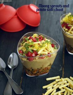 Moong Sprouts and Potato Salli Chaat recipe Indian Appetizers, Indian Snacks, Indian Food Recipes, Vegetarian Recipes, Snack Recipes, Cooking Recipes, Veg Recipes, Cooking Tips, Recipies