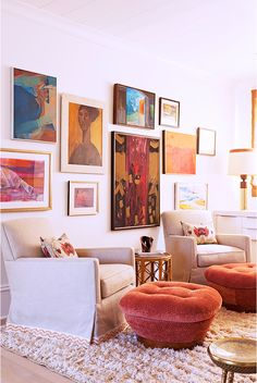 The footstools, the vintage lamp, the art...I love it all! hootie's house | kiki's list Blog