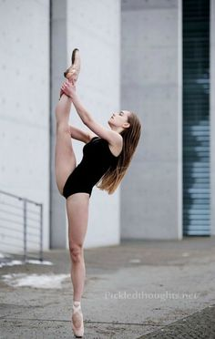 Ballerina Katharina Sophie Nikelski - Photo by Dean - PICKLEDTHOUGHTS PHOTOGRAHY