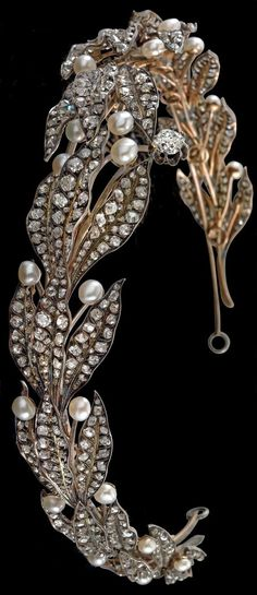 Laurel tiara with oriental pearls from an old European aristocratic property rosé gold and silver, an old-cut diamond c. 1.70 ct, smaller old-cut diamonds and diamond rhombus total weight c. 28 ct, c. 1880, 32.8 g, can be separated into 12 single...
