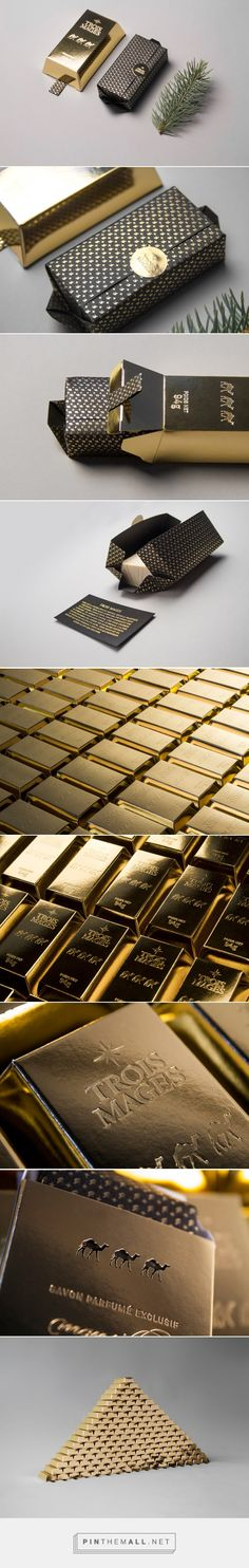 Festive ‪‎Gold‬ Bar ‪‎Soap‬ ‪packaging‬ designed by ByHaus - http://www.packagingoftheworld.com/2015/12/trois-mages-festive-gold-bar-soap.html