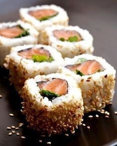 Smoked Salmon Sushi Roll - I gotta admit, I don't like nori. Maybe I could substitute rice paper instead? Either way, sushi just looks fun to MAKE. I Love Food, Good Food, Yummy Food, Yummy Yummy, Tasty, Smoked Salmon Sushi, Grilled Salmon, Salmon Roll, Sushi Recipes
