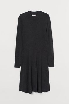 Short dress in soft, fine-knit fabric. Ribbed mock turtleneck, long sleeves, and a flared skirt. Fashion Art, Fashion Online, Black Turtleneck Dress, Fashion Company, Flare Skirt, Gray Dress, Everyday Fashion, Sleeve Styles, Black Women