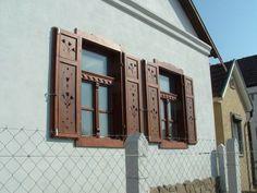 Régimódi  házak, parasztházak felújítása - Egyedi tervezésű nyílászárók és népi bútorok Old Country Houses, Rustic Bedroom Furniture, Swiss Chalet, Window Frames, Shutters, Romania, Countryside, Survival, Construction