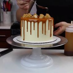 Caramel drip cake OH MY GOD! What a masterpiece … and looks delicious too! Baking Recipes, Cake Recipes, Dessert Recipes, Baking Tips, Cupcakes, Cupcake Cakes, Köstliche Desserts, Delicious Desserts, Caramel Drip Cake