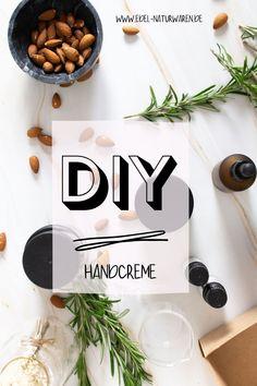 Eine reichhaltige Pflege der Hände ist vor allem im Winter essentiell. Am besten ist es, wenn du eine Creme verwendest, die ausschließlich natürliche Zutaten enthält. Um das sicherzustellen, kannst du deine Handpflege ganz leicht selber machen. Mit unserem DIY-Rezept hast du aus Mandelöl, Sheabutter und Bienenwachs im Handumdrehen deine eigene Handcreme hergestellt, die drei Vorteile mit sich bringt, die eine konventionelle, flüssige Handcreme nicht hat. Lies hier mehr: #edel-naturwaren.de Place Cards, Place Card Holders, Beauty, Homemade Cosmetics, Diy Gifts, Sustainable Gifts, Beauty Illustration