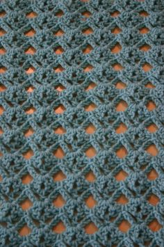 suzieQ creations shares a nice little mini tutorial for this Diamond Lace crochet stitch via the link.