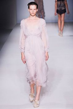 See the complete Alberta Ferretti Spring 2010 Ready-to-Wear collection.