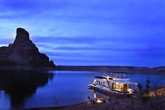 Lake Powell is America's best houseboating destination. We have everything you need and the best weather to have fun. Seasoned houseboaters and first-timers agree… Houseboating is the vacation of a lifetime! Lake Powell Houseboat, Houseboat Rentals, Houseboat Ideas, Utah Camping, Camping Gear, Canyon Lake, Grand Canyon, Lake Life, Best Vacations