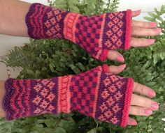 Ravelry: Lindsey Fingerless Gloves pattern by Leedra Scott