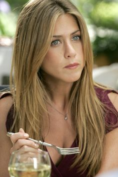 Jenifer Aniston portrays the role of ''Sarah Huttinger'' in the film ''Rumor Has it'' ''Οι φήμες λένε.'', a 2005 American romantic comedy movie, distributed by Warner Bros. Cabelo Jenifer Aniston, Jennifer Aniston Haar, Estilo Jennifer Aniston, Jeniffer Aniston, Jennifer Aniston Pictures, John Aniston, About Hair, Pretty Hairstyles, Hair Goals