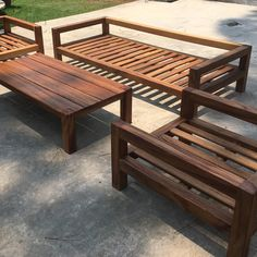 Hi 3 months ago i made my first Outdoor Lounge made whit solid Parota Beams it was a really hard work. all the joints are made whit Festool XL 700 I decided to put sunbrella cushions that is the best fabric for outdoor. Backyard Furniture, Diy Outdoor Furniture, Pallet Furniture, Outdoor Decor, Outdoor Daybed, Furniture Ideas, Backyard Patio Designs, Diy Patio, Wooden Sofa Designs