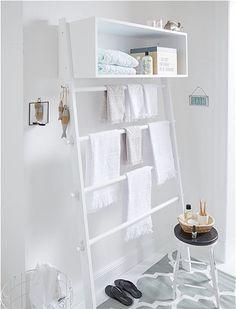 Bei dieser Anlehngarderobe entscheiden Sie selber: Garderobe zum Anlehnen im Flur oder Handtuchhalter im Bad. Schauen Sie selbst bei car Möbel!
