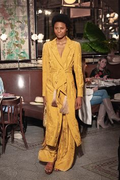 Johanna Ortiz Resort 2019 New York Collection - Vogue Modest Fashion, High Fashion, Fashion Show, Fashion Outfits, Fashion Design, Runway Fashion, Fashion News, Fashion Trends, Yellow Fashion