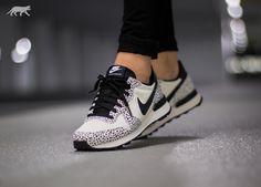 Nike Wmns Internationalist Premium (White / Black - Light Bone)