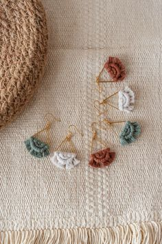 #macrame #macramejewelry #earrings #earringsoftheday #makramee #makrameeschmuck #etsy #semicircle #minimacrame #smallmacrame #bohochic