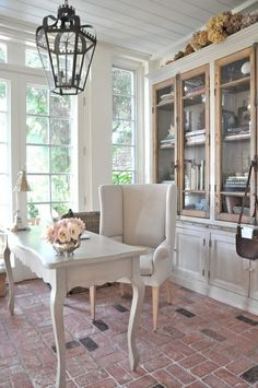 Feminine and neutral home office.