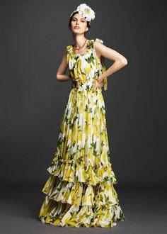 Предлагаю вашему вниманию Lookbook весенне-летней коллекции pret-a-porter 2016 года от итальянского модного дома Dolce&Gabbana. Здесь представлены модели одежды и акссесуары, созданные дизайнерами не для подиума высокой моды, а для массового производства, то есть это готовая одежда, которую будут продавать любому желающему в бутиках модного дома Dolce&Gabbana.