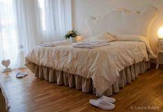 """Bed and Breakfast Il Cuore, Massa, Toscana, Italia, Camera 3 """"La Complice"""".."""
