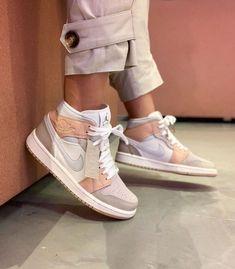 Sneakers Mode, Sneakers Fashion, Zapatillas Nike Jordan, Jordan Shoes Girls, Nike Shoes Air Force, Aesthetic Shoes, Hype Shoes, Fresh Shoes, Sock Shoes