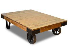 Mesa de centro Bristol, con madera de pino y ruedas de fundición. Mesa de centro de diseño loft industrial sobrio y con carácter fabricado en hierro y madera maciza de pino enveje