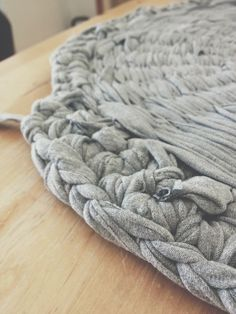 There are many different rag-rug designs out there from tufted/knotted rugs to woven rugs. I didn't want to spend any money making this rug so unlike the common knotted rag-rugs where you need to buy a special backing, I wanted to use what I've got laying around the house.On Pinterest I found these cool rugs made by creating your own structure with the help of a hula-hoop. Oh and I forgot to mention that this will be for my very old cat of 17 years! and not for Hansel who photo-bombs my…