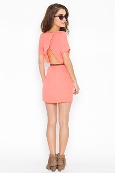 Awesome dress, would like in another colour though. Peach just doesnt work so well on me.