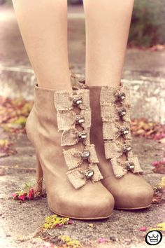 bowed booties....sooo adorbs! where can i get these?