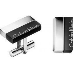 Chcete mu kúpiť nadčasový a elegantný darček? Manžetové gombíky Calvin Klein sú ranou do čierneho! Sú ideálnym doplnkom na obchodné rokovanie i slávnostnú udalosť. Kvalitné spracovanie z antialergickej ocele a luxusná sivá krabička sú pri značke Calvin Klein samozrejmosťou. Viac inšpirácie nájdete na našom e-shope: Calvin Klein, Flip Clock
